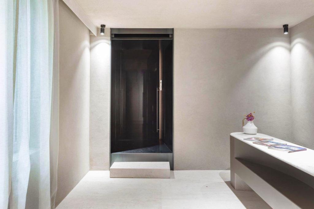 Metal-proget-complementi-d-arredo-in-ferro-porta-in-lamiera-hotel-babuino-roma