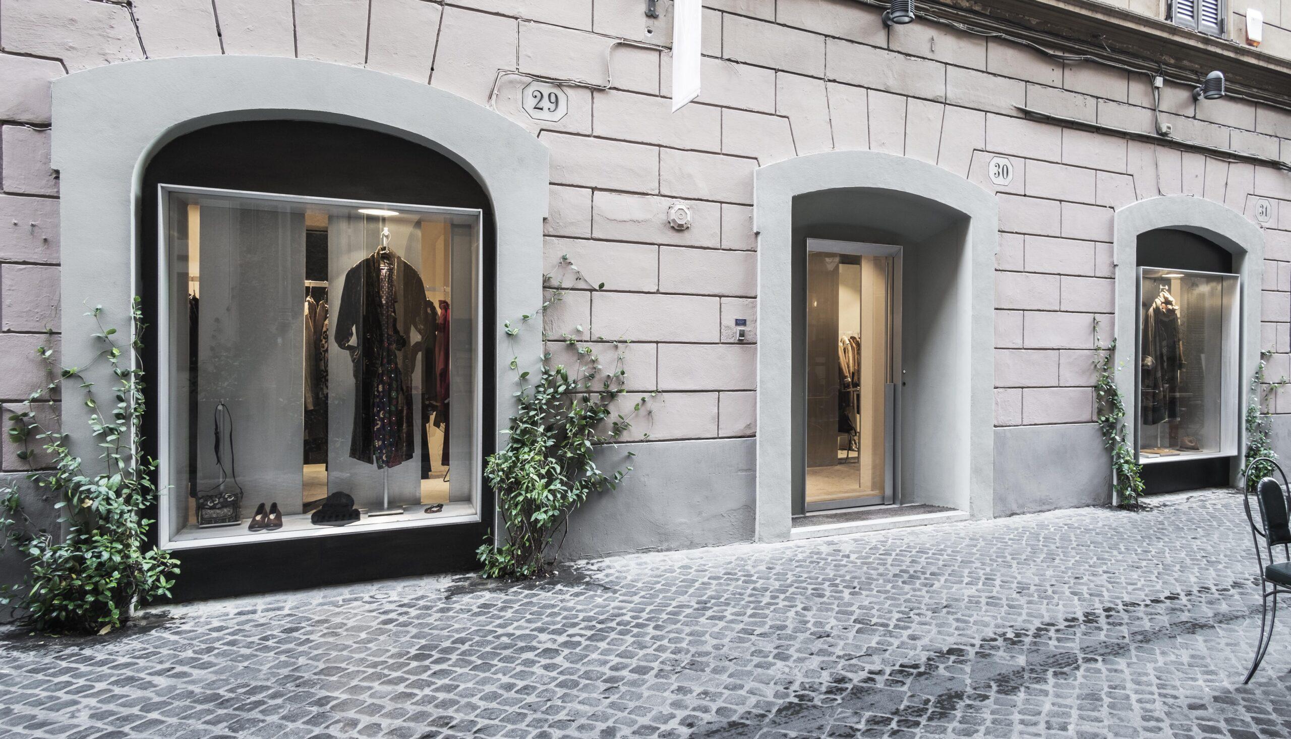 Acciaio e alluminio per NIA Boutique Roma: un lavoro di Metal Proget