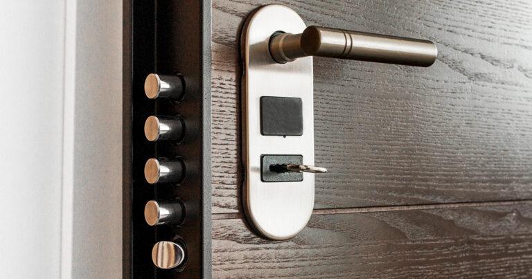 In Metal Proget sappiamo bene cosa significa costruire una porta blindata solida e sicura perché è quello che facciamo da oltre 30 anni.